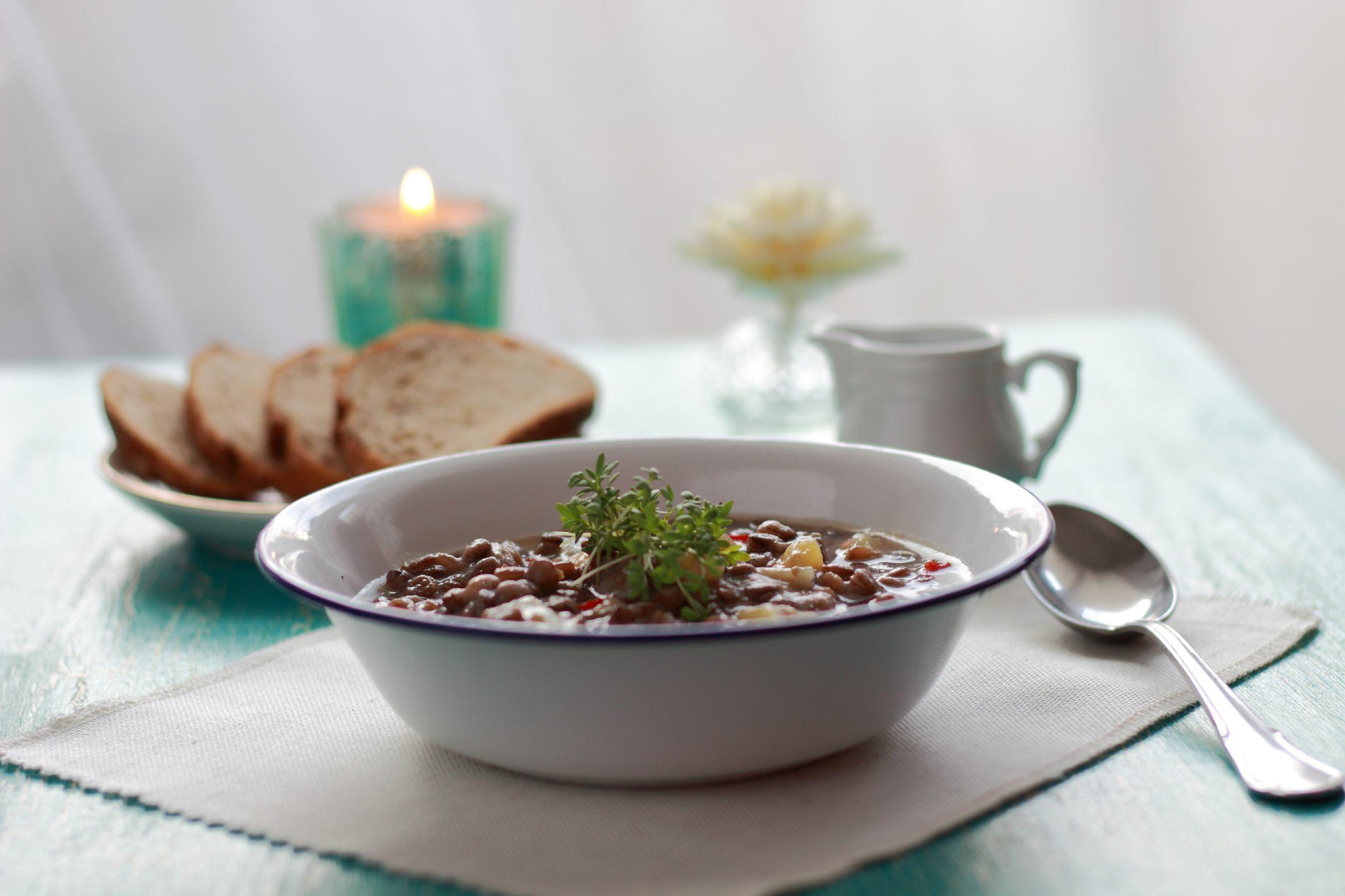 linsensuppe mit pflaumenmus gaumen markt blog. Black Bedroom Furniture Sets. Home Design Ideas